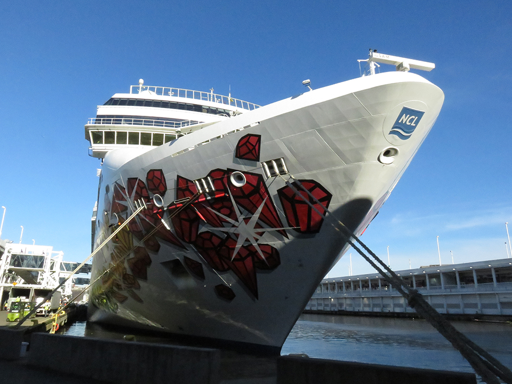 Norwegian Gem, cruise ship