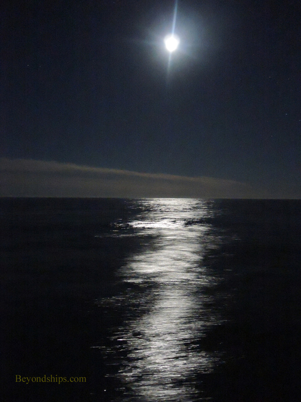 Moon over Atlantic from Queen Mary 2