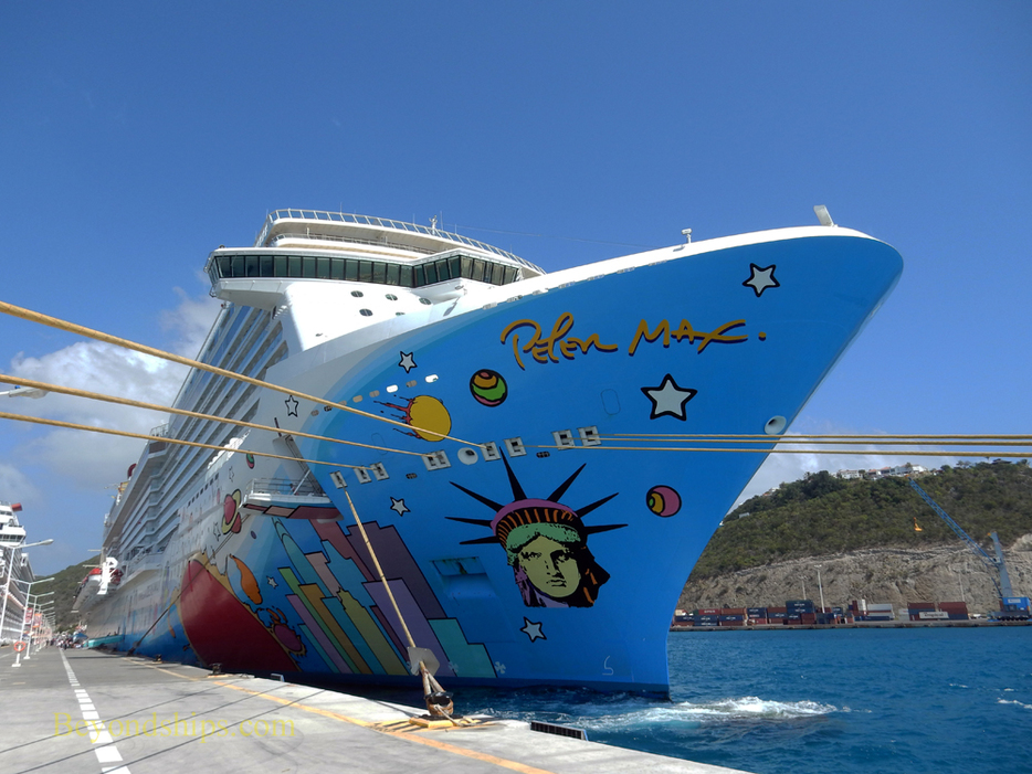 Picture Cruise ship Norwegian Breakaway