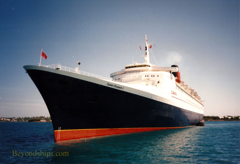 Queen Elizabeth 2 (QE2) in Bermuda