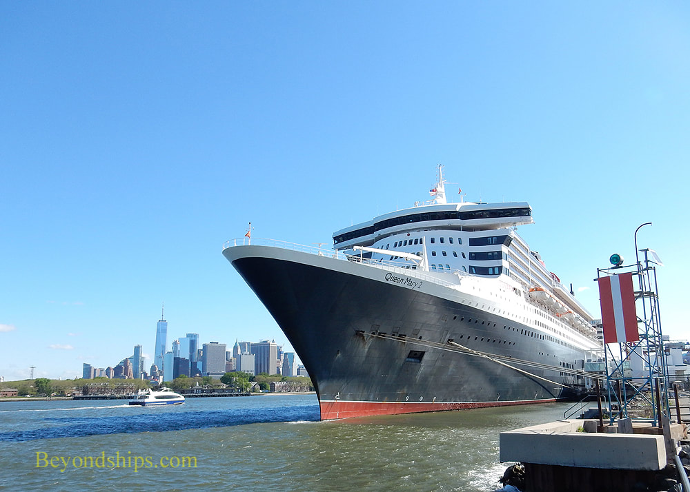 Queen Mary 2 cruise ship in New York